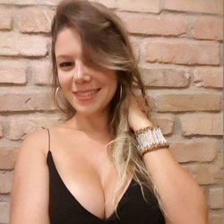 Paola Bombshell