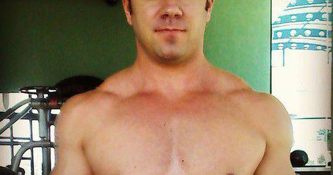 hj malhei costas, biceps e abdomen